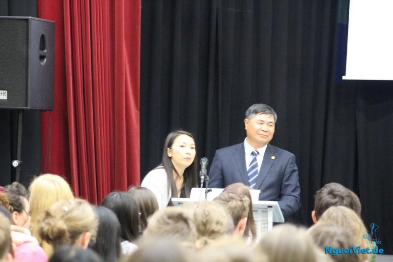 Đại sứ Việt Nam cùng cùng Nghị sỹ quốc hội Đức thăm Trường Barnim Gymnasium
