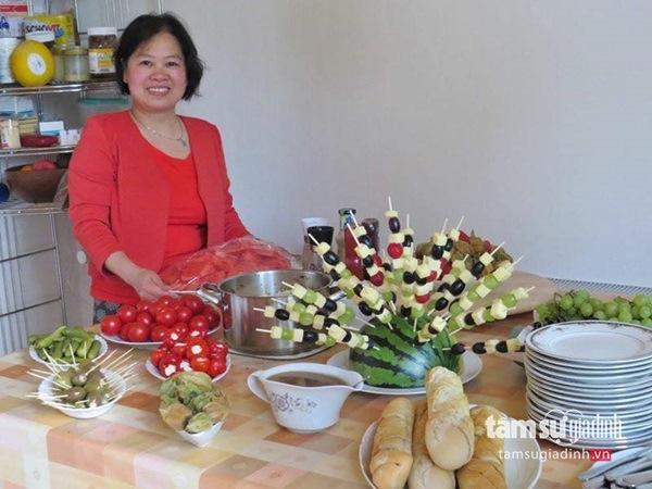 Nữ Việt kiều Đức với khu vườn 2200m2 rau củ quả quanh năm để đi... biếu