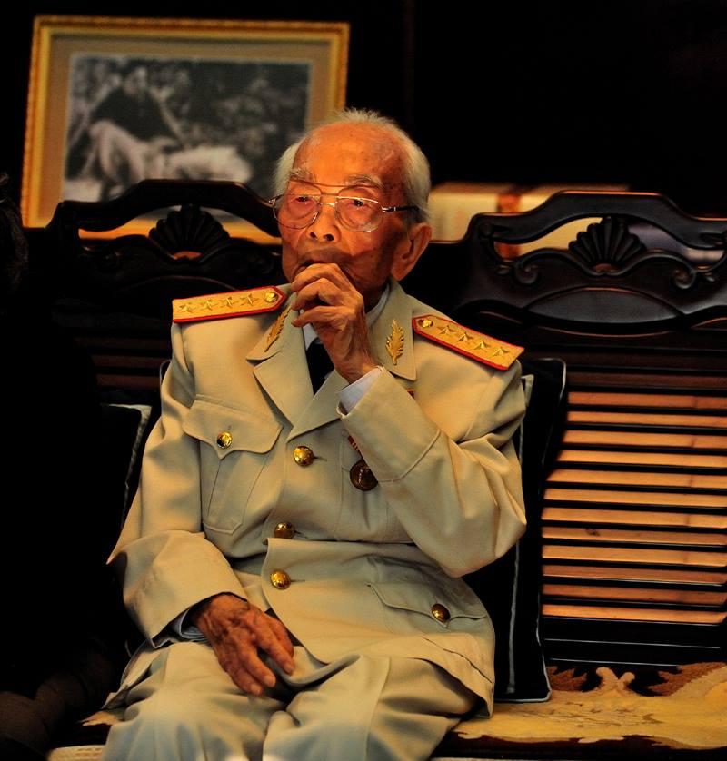 Đại tướng Võ Nguyên Giáp - Trong bộ ảnh triển lãm Tướng trận thời bình năm 2009 của NSNA Việt Văn