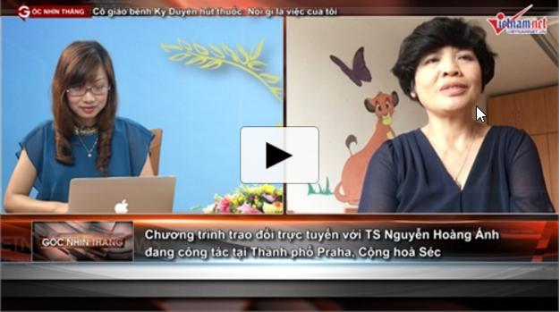 Từ Cộng hoà Séc, PGS TS Nguyễn Hoàng Ánh (bên phải) tham gia chuyên mục Góc nhìn thẳng của báo điện tử VietNamNet. Ảnh trích từ clip. (Nguồn: NguoiViet.de)