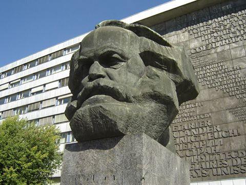 Tượng Karl - Marx bên đường Brückenstr.