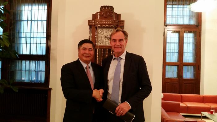 Thị trưởng Leipzig Burkhard Jung nồng nhiệt đón tiếp Đại sứ Đoàn Xuân Hưng