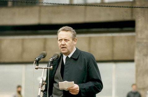Ông Günter Schabowsky (04.01.1929 - 01.11.2015), cựu Ủy viên Bộ chính trị đảng XHCN Thống nhất Đức