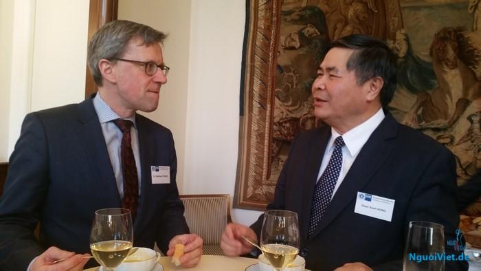 Đại sứ Đoàn Xuân Hưng thăm và làm việc tại bang Bremen