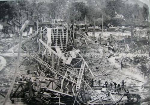 Thị xã Cao Bằng bị pháo Trung Quốc phá hủy.