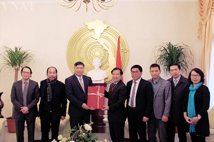 Tổng cục Du lịch làm việc với Đại sứ quán Việt Nam tại CHLB Đức