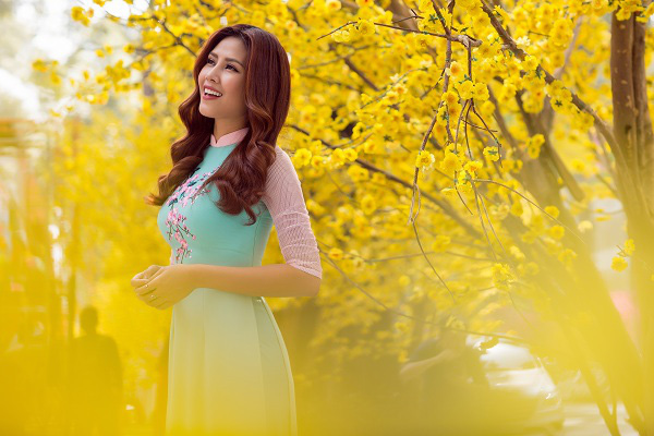 Hoa hậu biển Nguyễn Thị Loan khoe sắc trong bộ ảnh mới ngập tràn sắc xuân. Ảnh: Internet