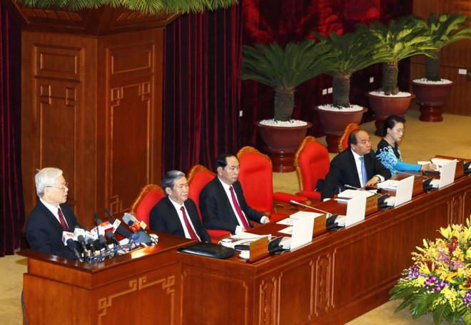 Hôm nay, Thủ tướng Nguyễn Xuân Phúc (thứ 2 từ phải sang) bận dự họp Hội nghị Trung ương 5 tại Hà Nội- Ảnh: TTXVN