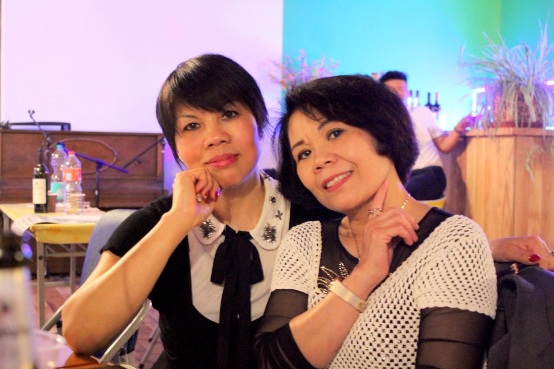 Tác giả và chị Mai Tuyên (bên phải). Nguồn ảnh: Kiều Thị An Giang.