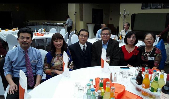 Các đại biểu dự Hội tụ thơ Việt ở Đức lần thứ 1, năm 2016 tại Chemnitz. Ảnh: NVCC