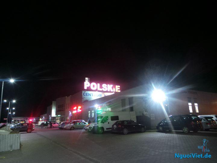 Trung tâm Polskie lúc 2 giờ sáng, ngày 7.8.2017