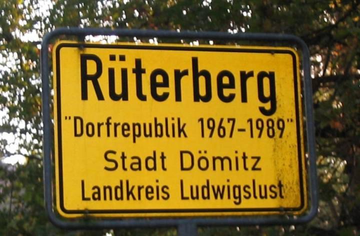 """Bảng tên làng chính thức hiên nay. Danh từ """"Làng cộng hòa"""" (Dorfrepuplik) chỉ chú thích nhỏ bên dưới để nhắc về lịch sử. Nguồn: Internet"""