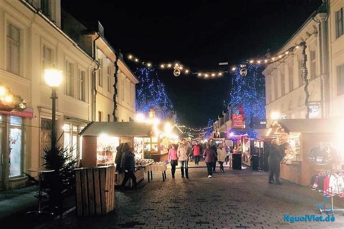 ...chợ Giáng sing Potsdam đã mở lại