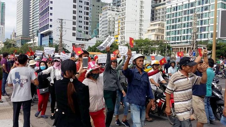Người Việt trong và ngoài nước đồng loạt biểu tình phản đối dự luật về đặc khu kinh tế