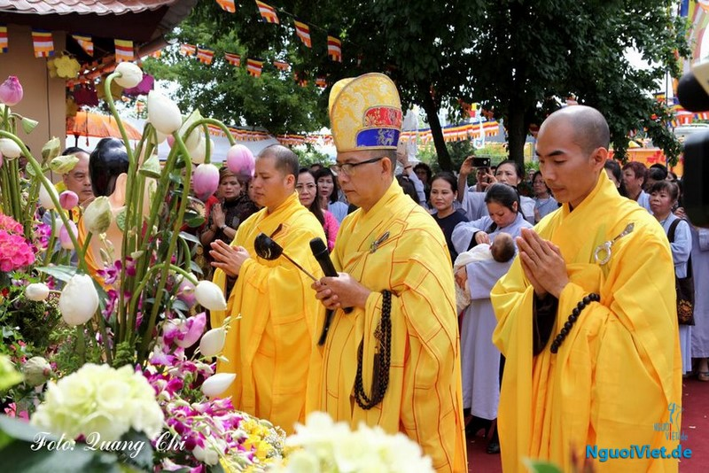 Hòa thượng Thích Tịnh Quang chủ trì buổi lễ.