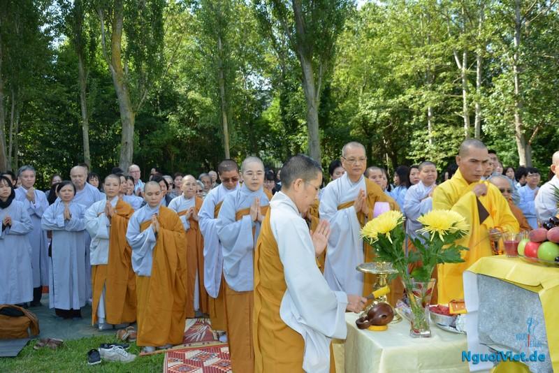 Lễ cầu an cho việc xây dựng ngôi Chùa và Thiền viện tại Rostock. Ảnh: Duy Long