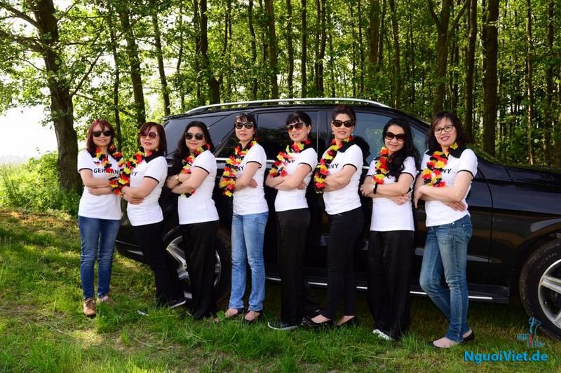 Phụ nữ Việt ở Đức ủng hộ đội tuyển Đức