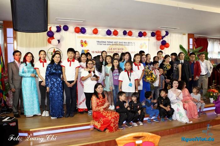 Trường Tiếng Việt Sao Mai khai giảng và kỷ niệm 10 năm thành lập. Ảnh: Quang Chí