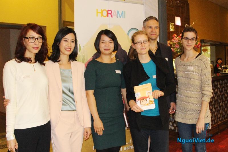 """Nhóm tham gia dự án """"Sổ tay song ngữ Đức - Việt về sức khỏe cho trẻ em"""""""