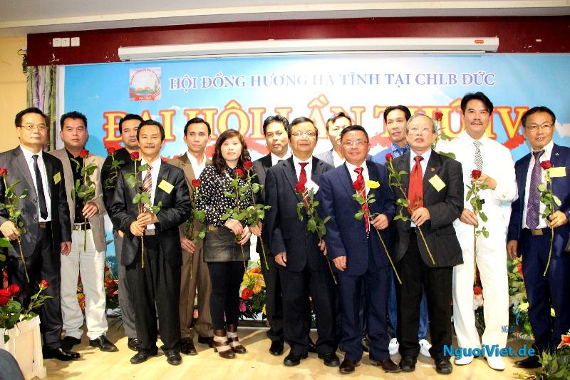 Ban chấp hành Hội đồng hương Hà Tĩnh đã tiến hành bầu ban chấp hành mới gồm 19 ủy viên. Ảnh: Kim Thành