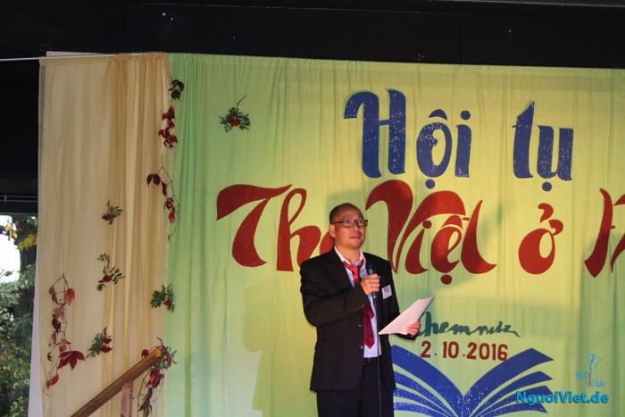 Nhà thơ Phúc Nguyễn thay mặt BTC khai mạc buổi gặp gỡ