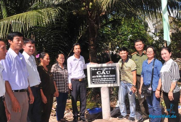 Niềm vui của người dân hai ấp Phú Đông I và Phú Lợi Hạ, xã An Định trong ngày khánh thành cầu liên ấp