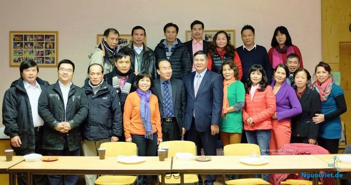 Đại sứ Đoàn Xuân Hưng gặp mặt người Việt Leipzig, CHLB Đức
