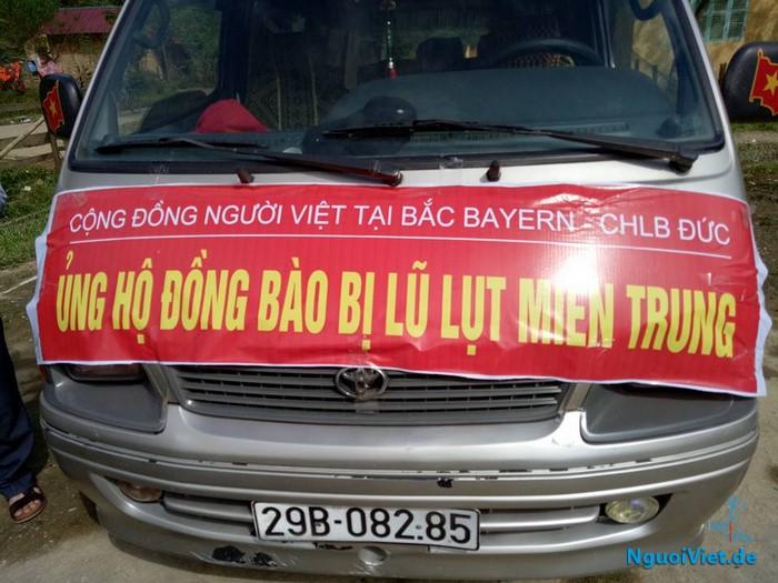 (Video) Người Việt vùng Bắc Bayern, CHLB Đức trao quà hỗ trợ bà con người Rục Quảng Bình