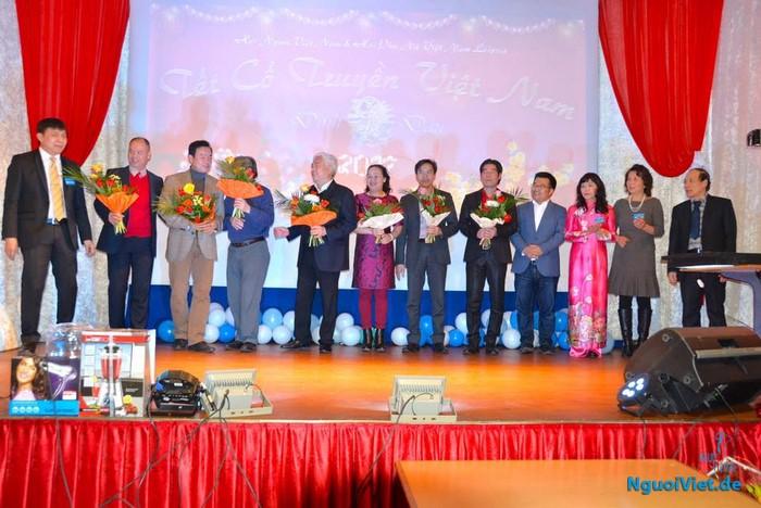 Đoàn ca nhạc Bông Sen TP HCM giao lưu với cộng đồng người Việt ở Leipzig