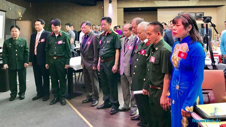 Lễ chào cờ và 1 phút mặc niệm tưởng nhớ những anh hùng, liệt sỹ, những đồng đội đã hy sinh vì sự nghiệp bảo vệ Tổ quốc