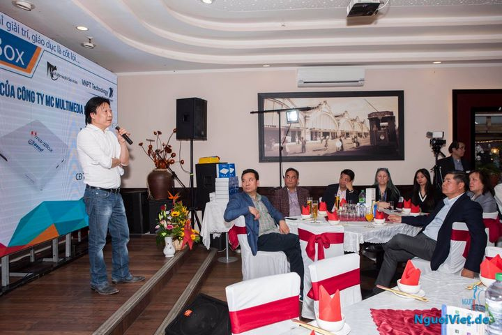 ông Phạm Mạnh Cường, GĐ công ty trình bày ý tưởng hình thành dự án tạo nên sản phẩm Viet-Madia-Box.